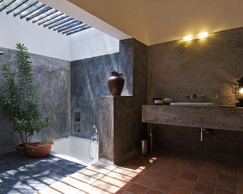 Industrial badezimmer mit terrakottaboden ideen design bilder
