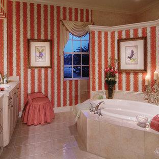 Foto di una grande stanza da bagno padronale country con lavabo da incasso, ante con bugna sagomata, ante bianche, top piastrellato, vasca da incasso, doccia alcova, piastrelle bianche, piastrelle in ceramica, pareti rosse e pavimento con piastrelle in ceramica
