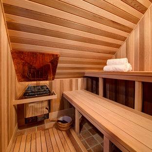Immagine di una piccola sauna stile rurale con pavimento in mattoni e pavimento marrone