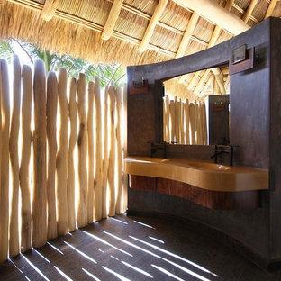 Diseño de cuarto de baño exótico con encimera de cemento