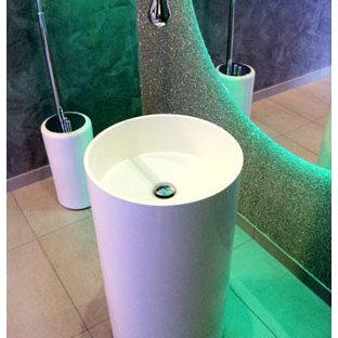Inspiration for a modern bathroom remodel in San Francisco