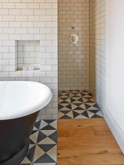 Badezimmer mit braunem holzboden und zementfliesen ideen design bilder houzz - Zementfliesen dusche ...
