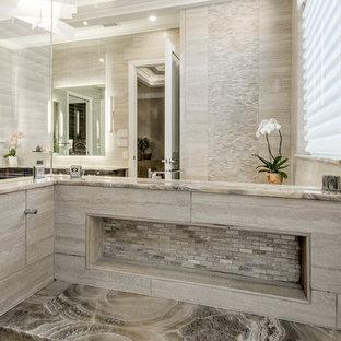Imagen de cuarto de baño principal, clásico renovado, grande, con armarios estilo shaker, puertas de armario de madera en tonos medios, bañera exenta, ducha esquinera, baldosas y/o azulejos beige, baldosas y/o azulejos de porcelana, paredes beige, suelo de baldosas de porcelana, lavabo bajoencimera y encimera de ónix