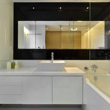 Modern Bathroom by S.I.D.Ltd.