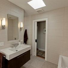 Modern Bathroom by Gina Bon, Airoom Architects & Builders LLC