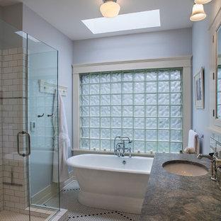 Diseño de cuarto de baño principal, tradicional, de tamaño medio, con lavabo bajoencimera, bañera exenta, baldosas y/o azulejos blancos, baldosas y/o azulejos de cemento, armarios estilo shaker, puertas de armario blancas, encimera de granito, ducha doble, paredes grises y suelo con mosaicos de baldosas