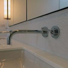 Modern Bathroom by Bittoni Architects