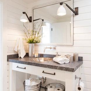 Idéer för mellanstora maritima grått badrum med dusch, med ett nedsänkt handfat, öppna hyllor, vita skåp, vita väggar, vit kakel, mosaikgolv, bänkskiva i kvarts och vitt golv