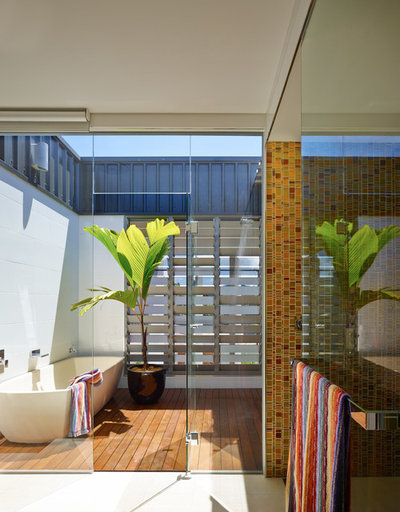 Contemporary Bathroom by DM2 Architecture