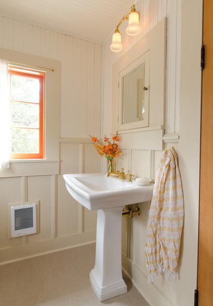 Beach Style Bathroom by Emerick Architects