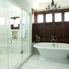 Tropical Bathroom by RUMA