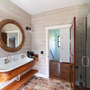 Salle De Bain Avec Un Plan De Toilette En Bois Providence