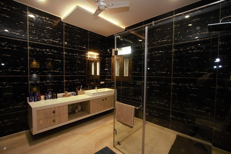 Second Floor Master Bedroom En suite