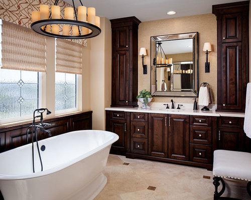 klassische badezimmer mit gelben w nden ideen f r die. Black Bedroom Furniture Sets. Home Design Ideas