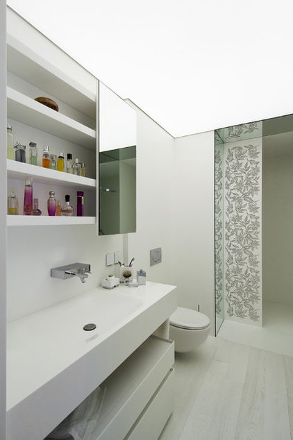 Modern Bathroom by Neslihan Pekcan/Pebbledesign
