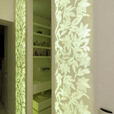 Modern Bathroom by Neslihan Pekcan/Pebbledesign