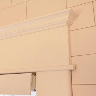 Esempio di una piccola stanza da bagno padronale tradizionale con ante in stile shaker, ante grigie, top in quarzo composito, vasca ad alcova, vasca/doccia, WC a due pezzi, piastrelle bianche, piastrelle diamantate, pareti bianche, pavimento con piastrelle a mosaico, lavabo sottopiano, pavimento bianco, doccia con tenda, top bianco, un lavabo e mobile bagno freestanding