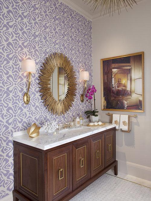 Salle de bain avec carrelage en mosa que et un mur violet for Carrelage salle de bain violet