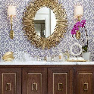 Modernes Badezimmer mit verzierten Schränken, lila Wandfarbe und dunklen Holzschränken in San Francisco