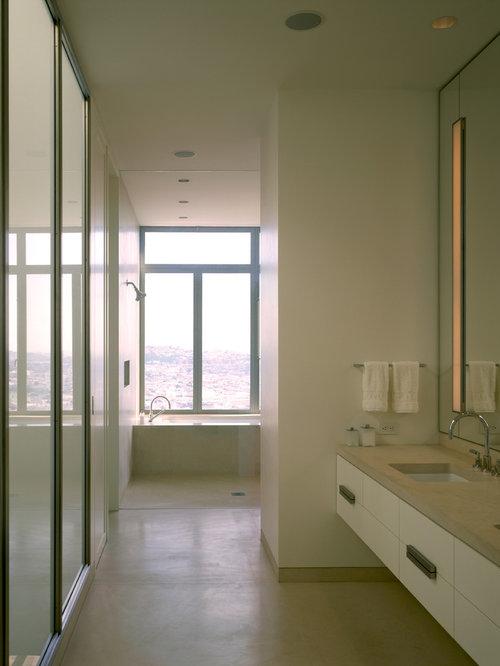 Salles de bains et wc avec un placard porte persienne et - Porte de placard salle de bain ...