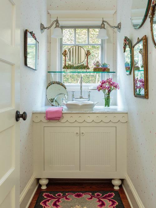 Salle de bain romantique avec un mur multicolore photos for Salle bain romantique