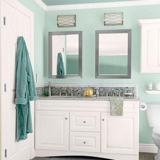 Imagen de cuarto de baño principal, clásico renovado, de tamaño medio, con lavabo bajoencimera, armarios con paneles con relieve, puertas de armario blancas, encimera de granito, sanitario de dos piezas, baldosas y/o azulejos multicolor, baldosas y/o azulejos en mosaico, paredes azules y suelo de baldosas de cerámica