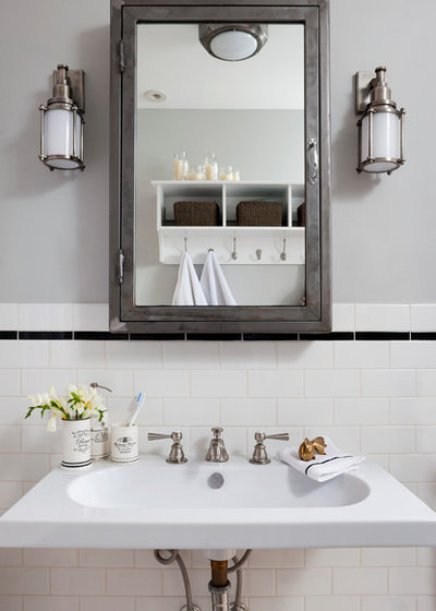 Room of the Day: Classic Black and White for a Victorian Bathroom