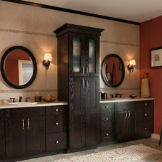 Craftsman Bathroom by Lowe's of Silverdale, WA