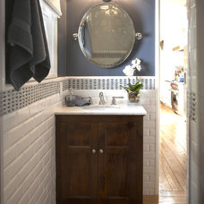 Traditional Bathroom by Eve Mode Design