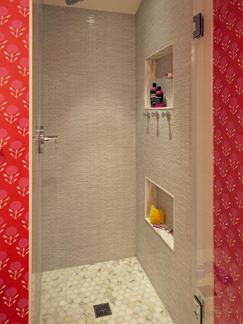 Bagno con pavimento con piastrelle a mosaico e lastra di - Piastrelle di vetro ...