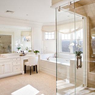 Idee per una grande stanza da bagno padronale chic con vasca sottopiano, doccia ad angolo, lavabo sottopiano e ante con riquadro incassato
