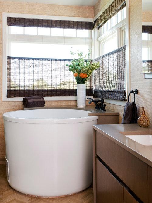How To Create A Greyscale Bathroom: Bathroom Design Ideas, Remodels & Photos With A Japanese Tub
