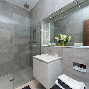 Photo of a contemporary bathroom in London with an open shower.