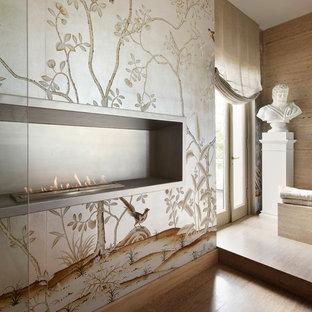 Exempel på ett mellanstort klassiskt en-suite badrum, med släta luckor, skåp i mellenmörkt trä, ett undermonterat badkar, beige kakel, stenhäll, beige väggar, klinkergolv i porslin, ett undermonterad handfat och bänkskiva i kalksten