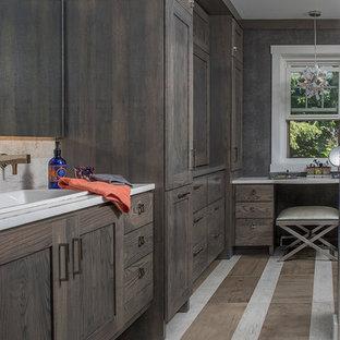 Ispirazione per una grande stanza da bagno padronale stile rurale con ante in stile shaker, ante in legno bruno, lavabo da incasso, pavimento multicolore, piastrelle beige e pavimento in legno massello medio