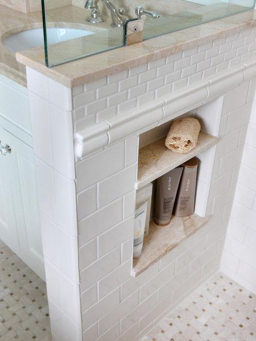 Mittelgroßes Klassisches Badezimmer En Suite Mit  Marmor Waschbecken/Waschtisch, Weißen Fliesen, Metrofliesen