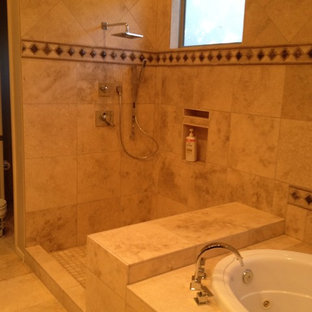 Idéer för ett stort klassiskt en-suite badrum, med luckor med infälld panel, skåp i mörkt trä, ett platsbyggt badkar, en hörndusch, beige kakel, brun kakel, stenkakel, beige väggar, travertin golv, ett undermonterad handfat och granitbänkskiva