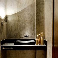 Industrial Bathroom by 1:1 arquitetura:design