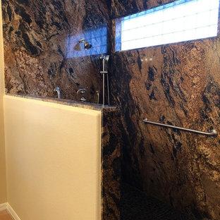 Ispirazione per una stanza da bagno padronale classica di medie dimensioni con ante con bugna sagomata, ante in legno scuro, doccia aperta, pavimento in gres porcellanato, lavabo sottopiano, top in granito, pavimento arancione e top multicolore