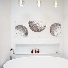 signarture artwork ideas for bathrooms