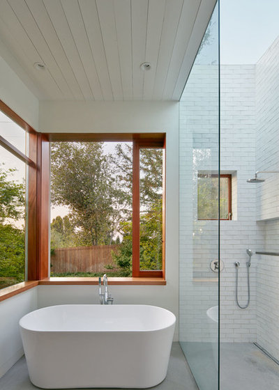 Contemporary Bathroom by Malcolm Davis Architecture
