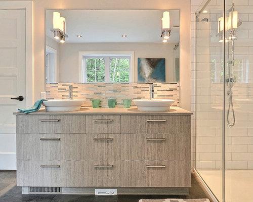 Stanza da bagno con top in laminato e piastrelle grigie foto idee arredamento - Piastrelle in laminato ...
