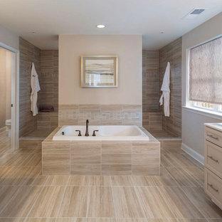 Bild på ett vintage vit vitt en-suite badrum, med luckor med infälld panel, beige skåp, ett platsbyggt badkar, en dusch i en alkov, brun kakel, beige väggar, ett integrerad handfat, brunt golv och med dusch som är öppen