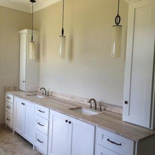 Свежая идея для дизайна: главная ванная комната среднего размера в стиле современная классика с врезной раковиной и полом из травертина - отличное фото интерьера