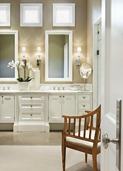 Mediterranean Bathroom by PHX Architecture