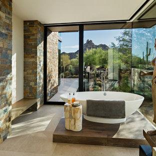 Foto de cuarto de baño principal, de estilo americano, grande, con bañera exenta, suelo de baldosas de porcelana y suelo beige