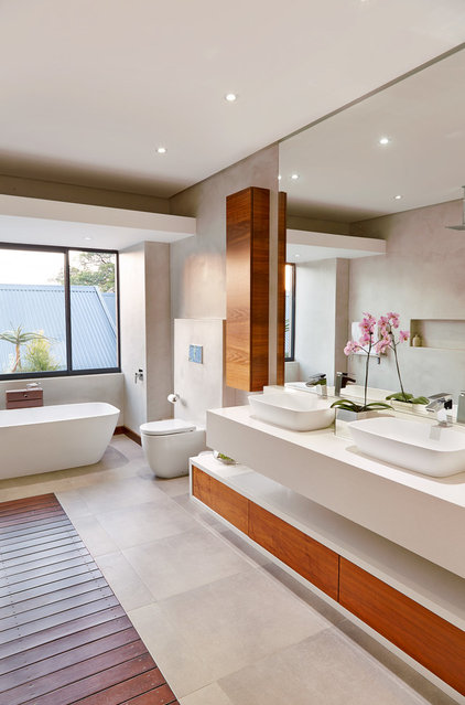 Contemporary Bathroom by LevEco Architects
