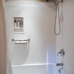 Idee per una stanza da bagno con doccia tradizionale di medie dimensioni con lavabo da incasso, ante con riquadro incassato, ante in legno bruno, top in superficie solida, vasca ad alcova, vasca/doccia, WC a due pezzi, pareti bianche e pavimento in linoleum