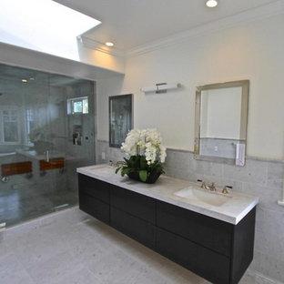 Ispirazione per una grande stanza da bagno padronale minimalista con ante lisce, ante nere, doccia doppia, piastrelle grigie, piastrelle in ceramica, pareti bianche, pavimento con piastrelle in ceramica, lavabo da incasso e top in onice