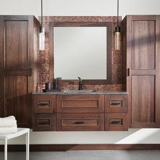 Свежая идея для дизайна: главная ванная комната среднего размера в стиле современная классика с плоскими фасадами, фасадами цвета дерева среднего тона, разноцветной плиткой, металлической плиткой, белыми стенами, полом из керамогранита, врезной раковиной, столешницей из искусственного камня, серым полом и серой столешницей - отличное фото интерьера